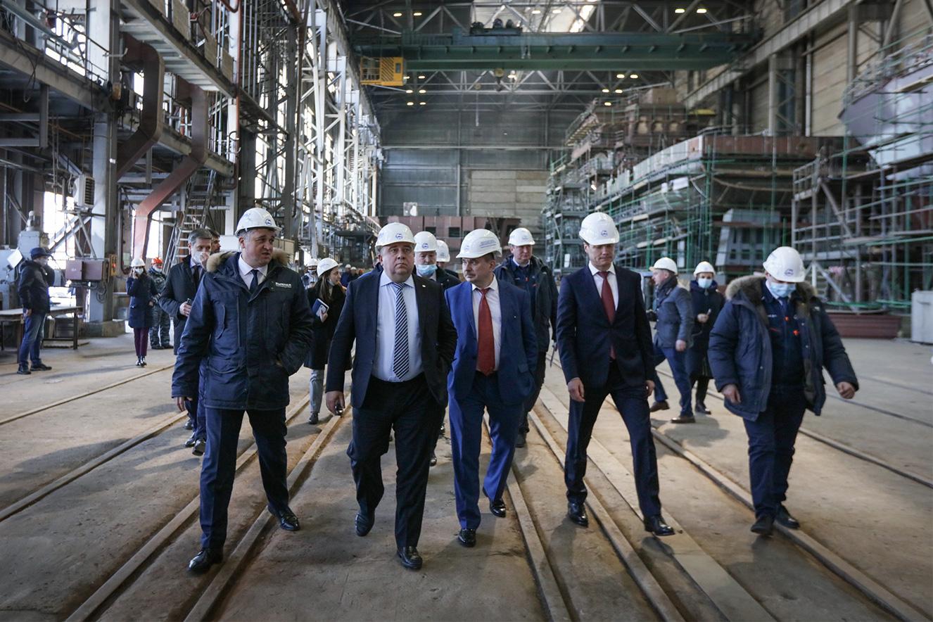 26 марта Глава ОСК Алексей Рахманов ознакомился с производственными площадками судостроительного завода «Вымпел»